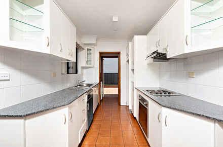 6-Kitchen.jpg