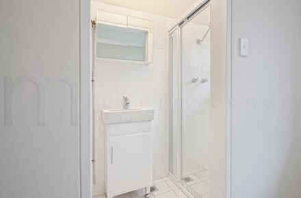 Balmain, Rowntree, 171-175, Unit 13 - Bathroom - WEB.jpg
