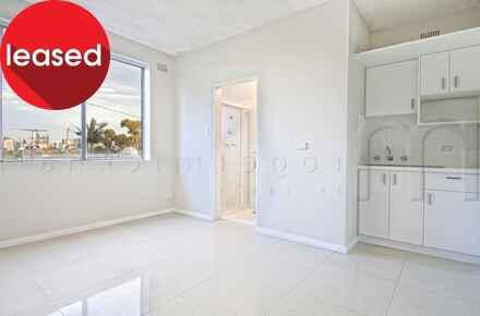 Balmain, Rowntree, 171-175, Unit 4 - Living Space - WEB.jpg