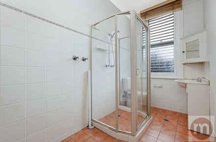 Livingstone-St-2-52-Petersham-Bathroom-Low.jpg